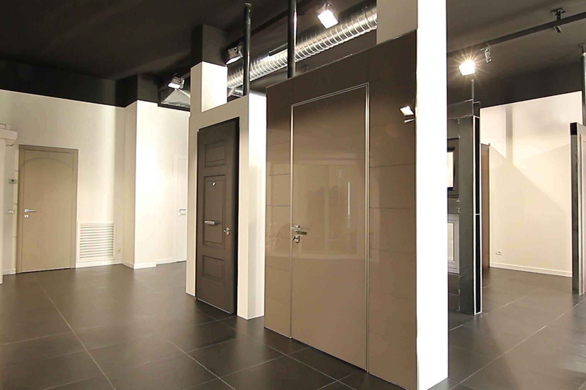 Interno dello showroom Dughera Serramenti di Borgomanero (NO)